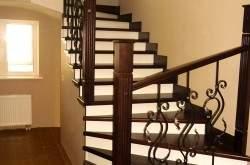 Бетонная лестница в дизайне интерьера.