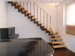 Металлическая лестница в дизайне интерьера.