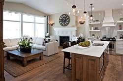 Камин в кухне-гостиной