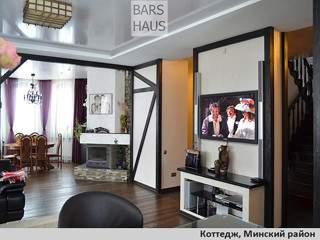 Реализованный проект интерьера: холл, столовая, гостиная, каминная в коттедже
