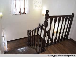 Реализованный проект интерьера: лестница, спальня, санузел при спальне в коттедже