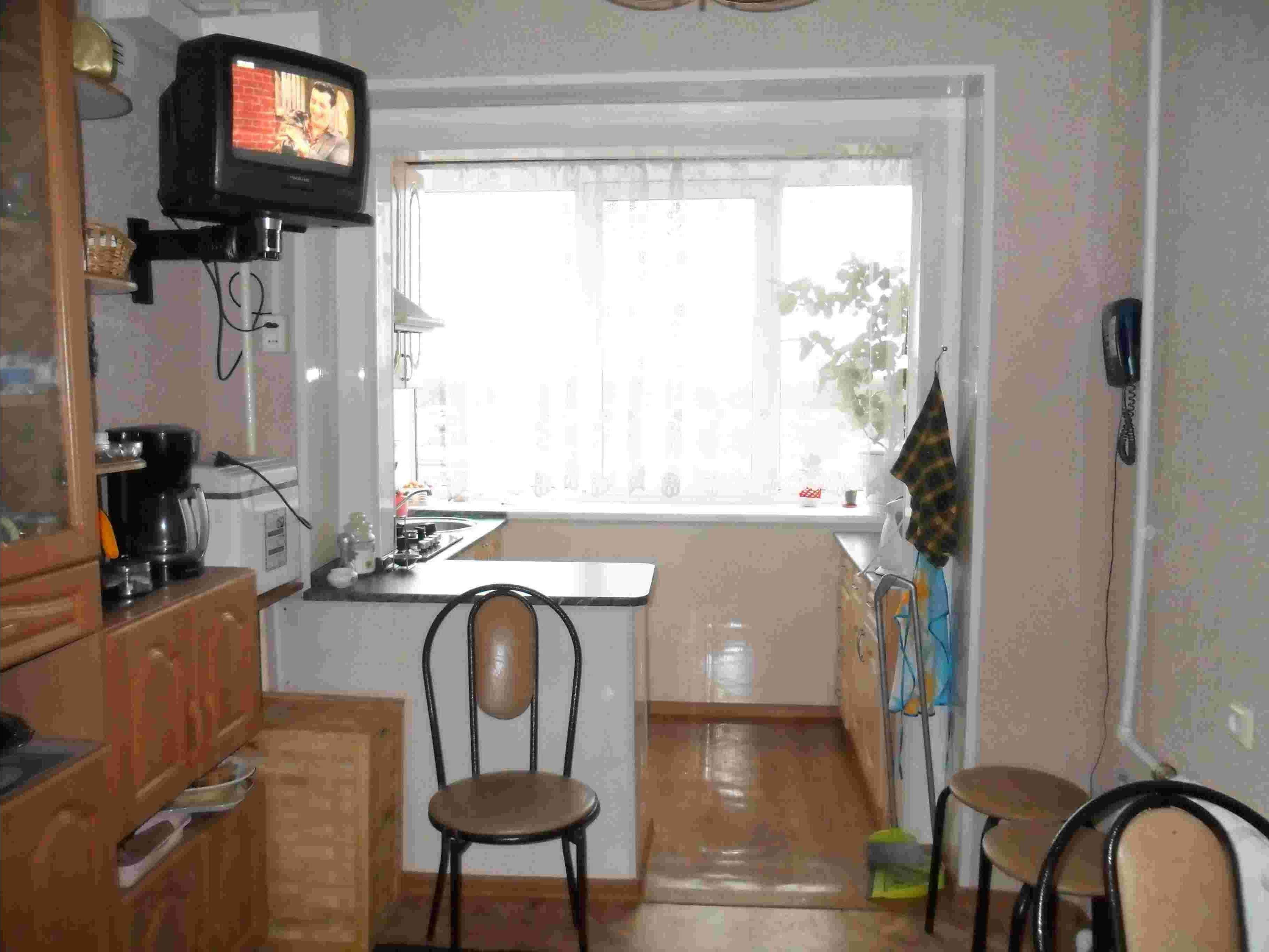Маленькие кухни с балконом фото дизайн
