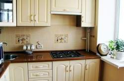 Дизайн маленькой кухни с газовой колонкой фото