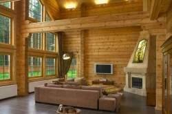 Деревянный интерьер гостиной