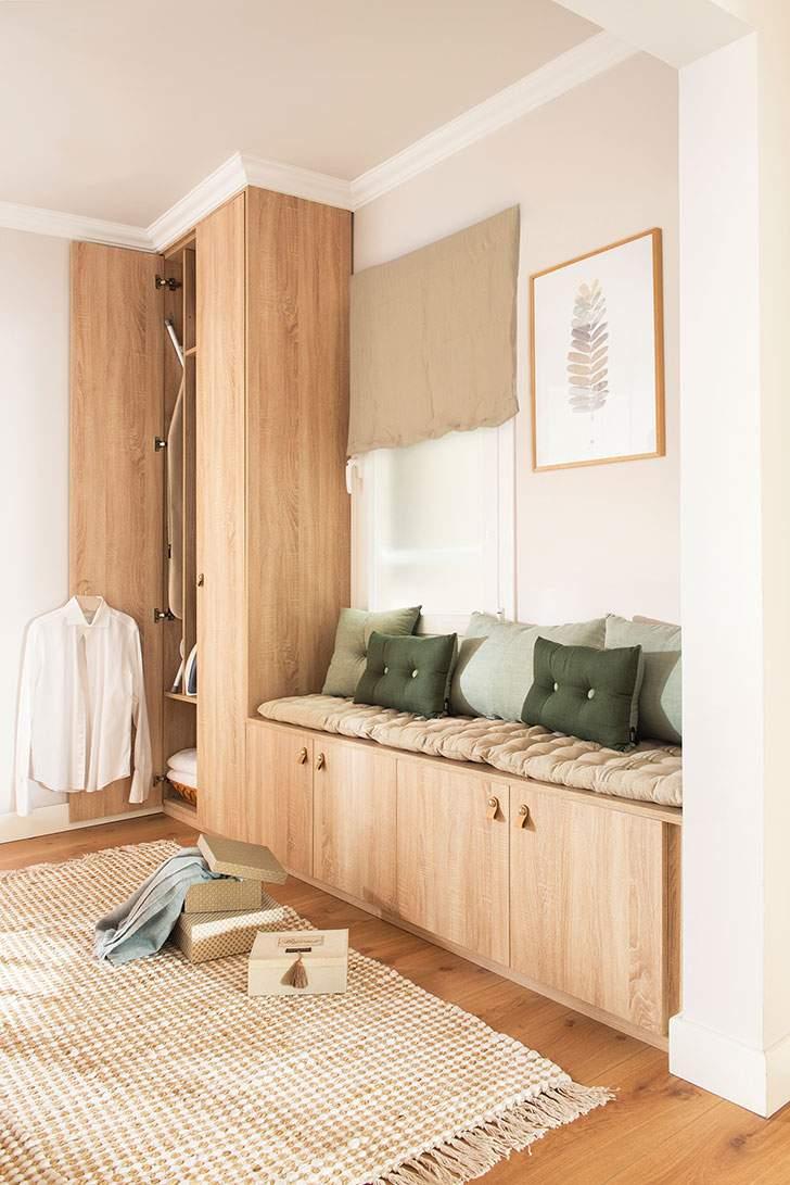 встроенный шкаф распашной с обрамлением карнизом