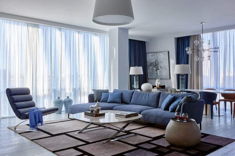синий цвет в дизайне интерьера 2020