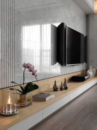 керамогранит на стене за телевизором в гостиной
