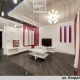 Дизайн квартиры студии в Минске, стиль минимализм, белый и фукси