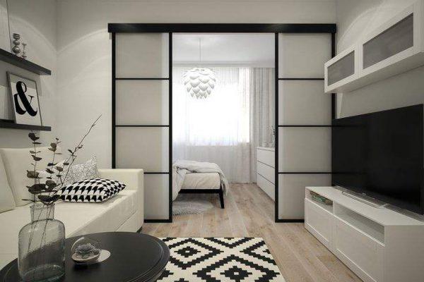 раздвижная прозрачная перегородка между спальней и гостиной